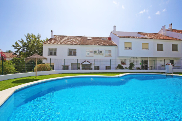 4 Chambre, 3 Salle de bains Villa A Vendre danse El Capricho, Marbella Golden Mile